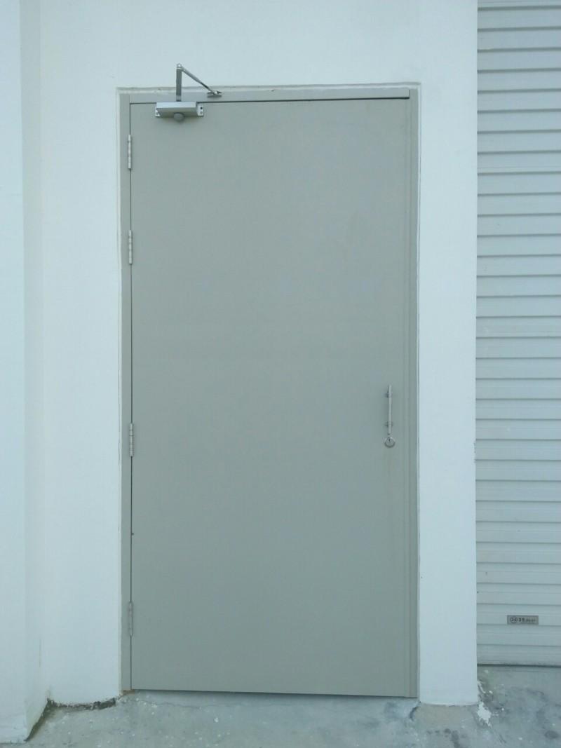 Phải kiểm tra cửa chống cháy có đóng kín được không