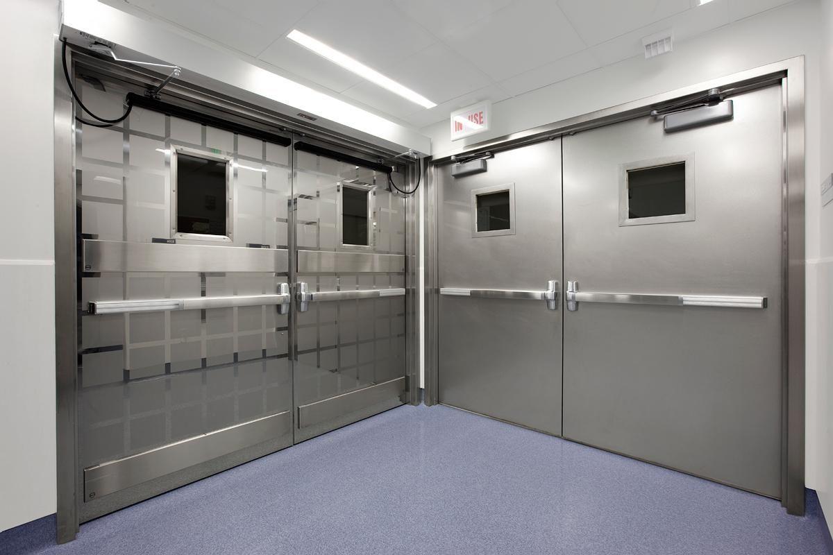 Cửa inox chống cháy được làm từ chất liệu inox (thép không gỉ)