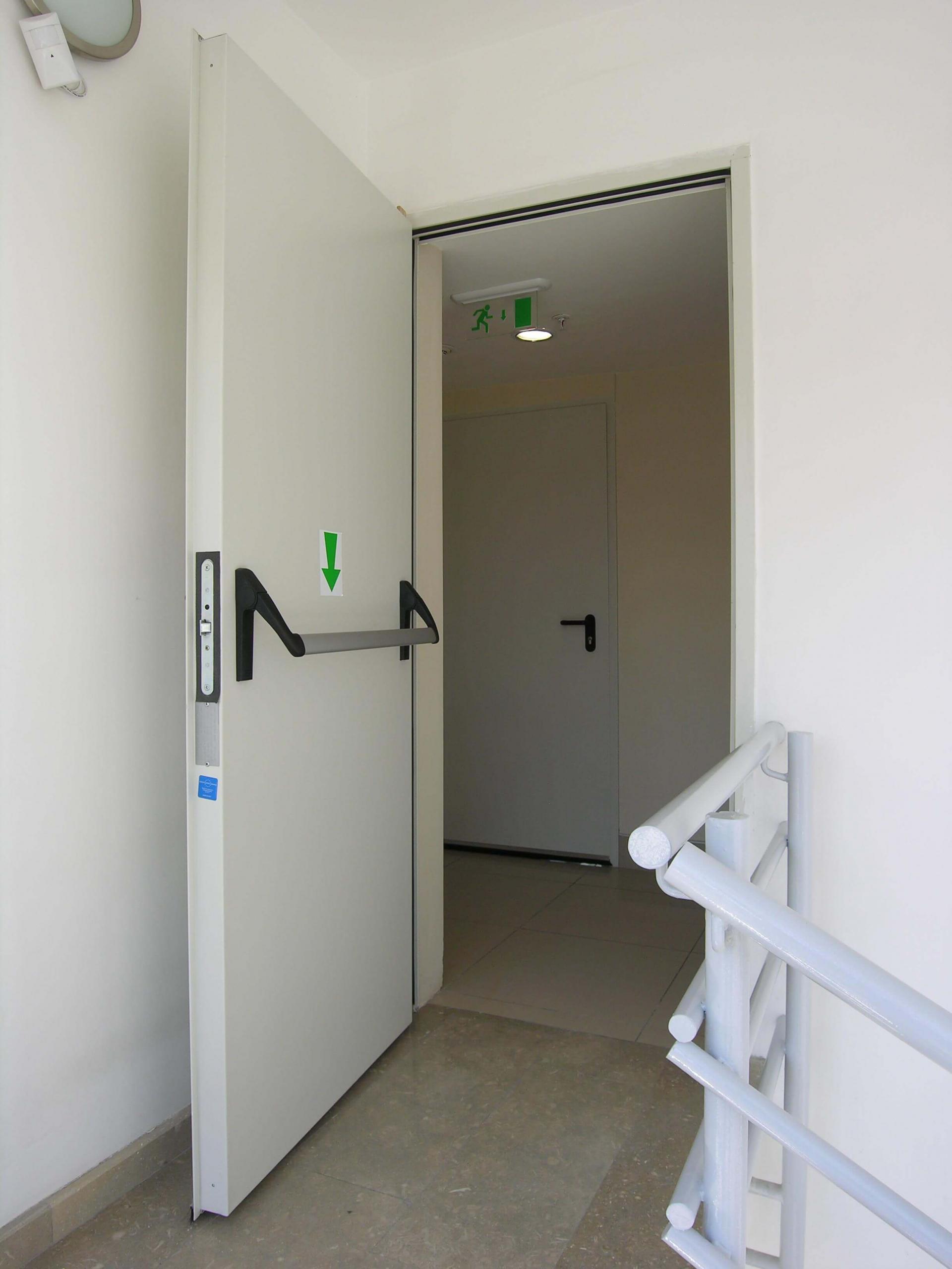 Mua cửa chống cháy thoát hiểm ở đâu giá tốt, uy tín?
